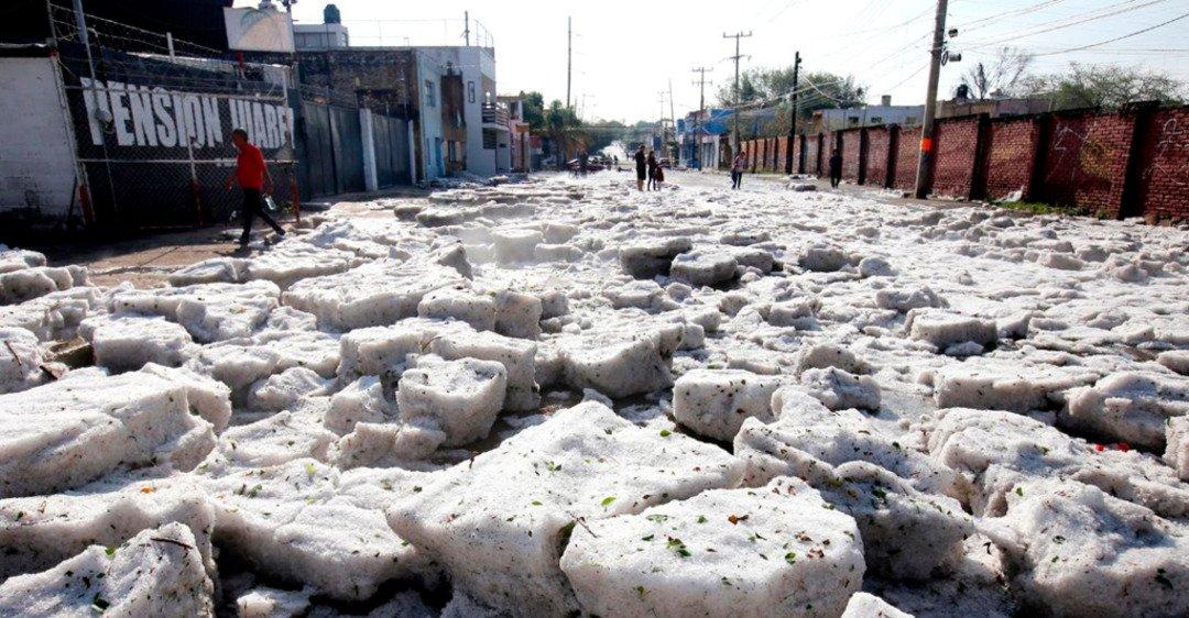Город роз в Мексике завалило льдом: впечатляющие фото