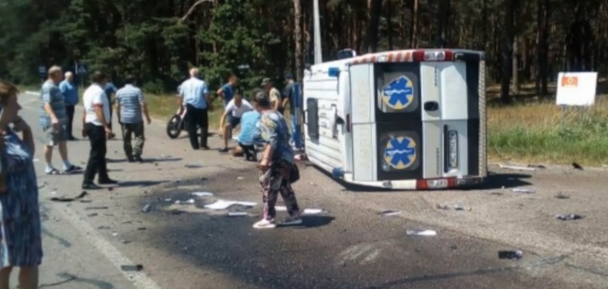 На Волыни скорая влетела в грузовик: есть погибшие и пострадавшие. Видео 18+