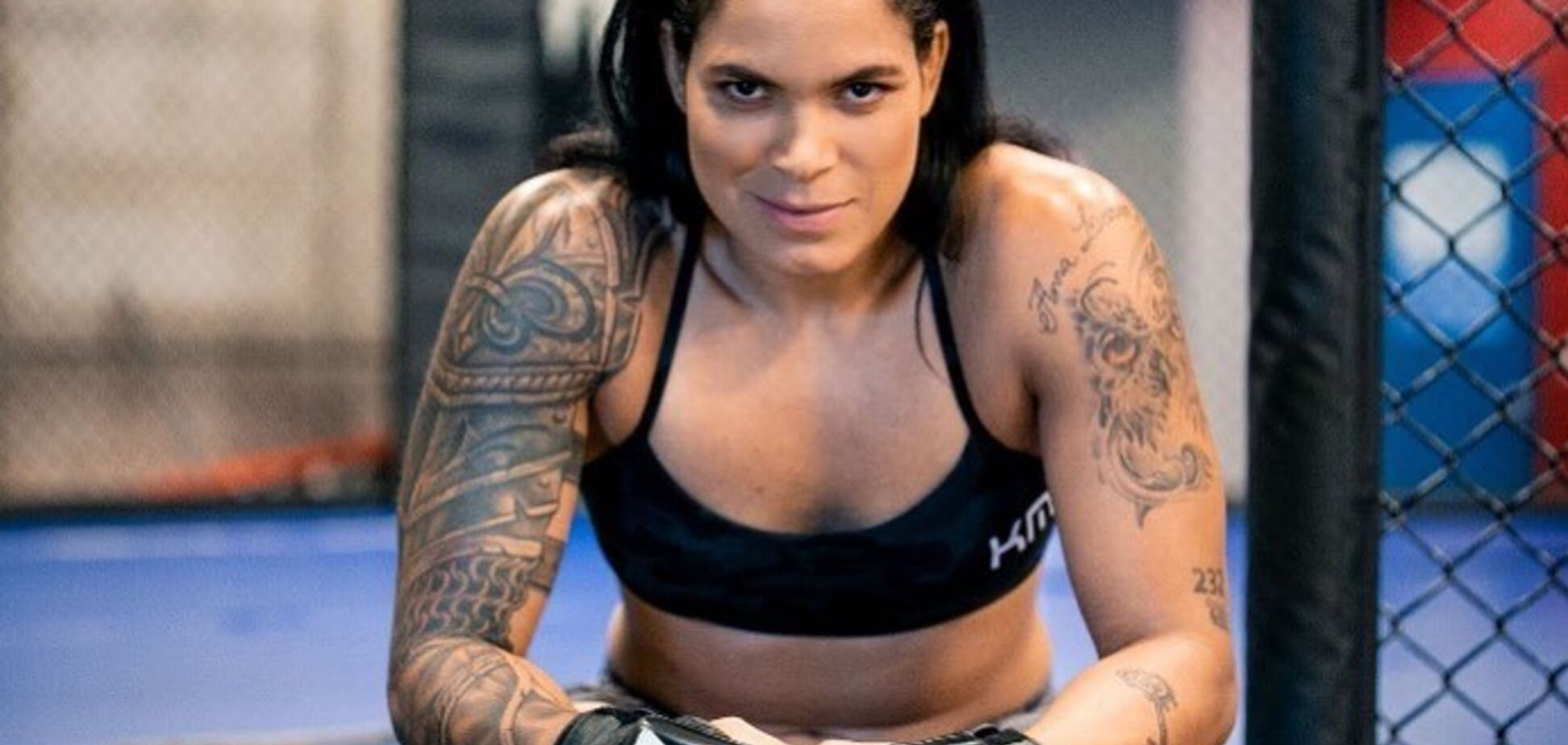 Чемпионка UFC снялась голой