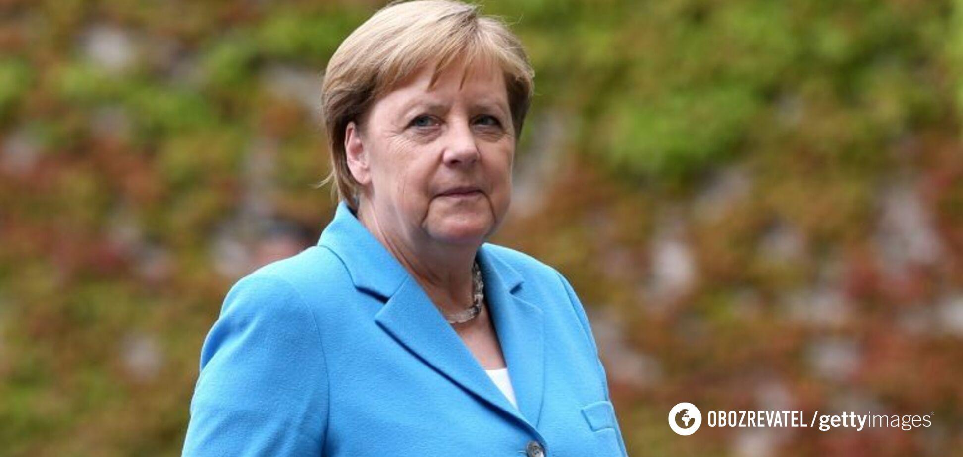 Меркель в третий раз за месяц стало плохо на публике. Видео