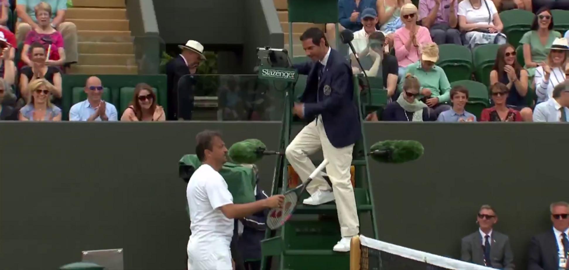 Теннисист на Wimbledon стащил судью с вышки и заставил играть вместо себя