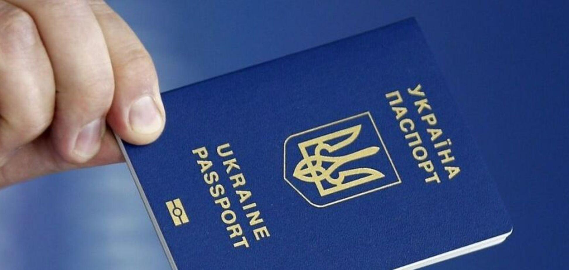 Боятся бегства: в 'Л/ДНР' начали насильно отбирать украинские паспорта