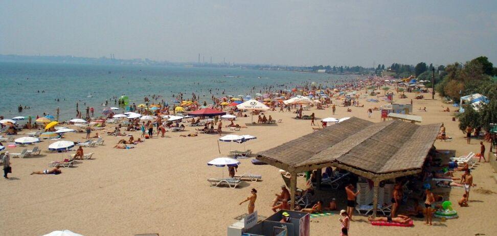 Смерч влаштував паніку на пляжі Одеси: торнадо потрапило на відео
