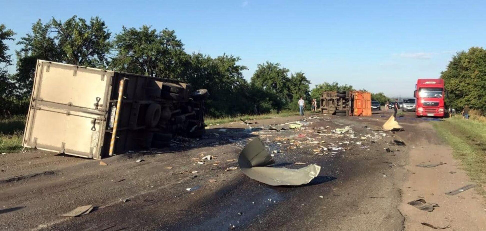 Серьезное ДТП по Днепром: водителя зажало в кабине
