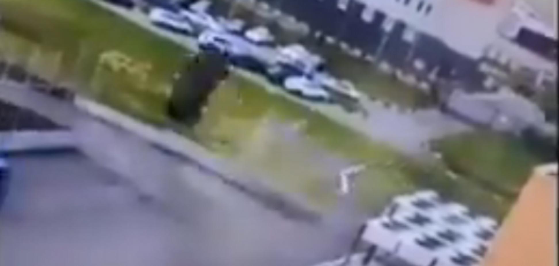 'Рогозин съё*ывает из Омска!' Сеть рассмешило эпичное видео с парковкой авто