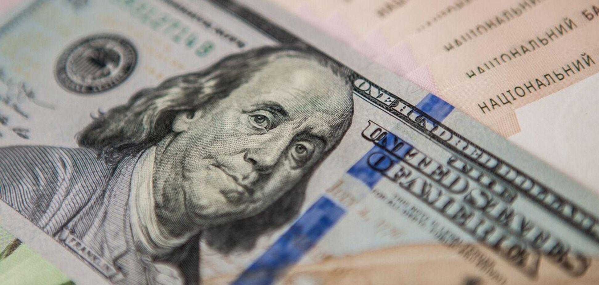 Долар рушить до межі: з'явився несподіваний прогноз курсу валют в Україні