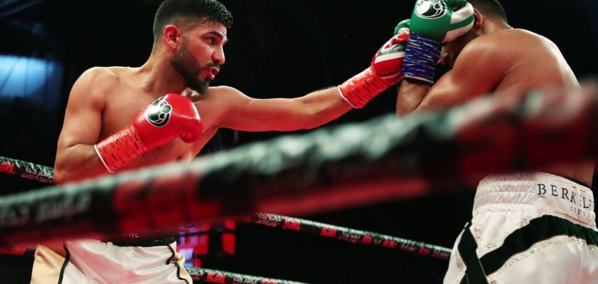Британський боксер переміг ефектним нокаутом в чемпіонському бою