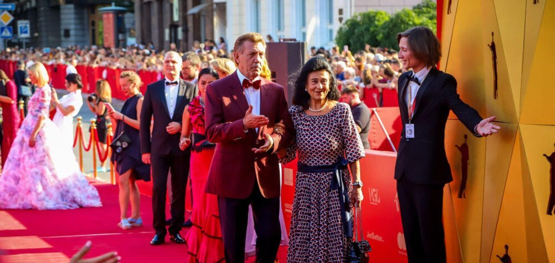 Червона доріжка знаменитого кінофесту в Одесі: зірки здивували дивними нарядами