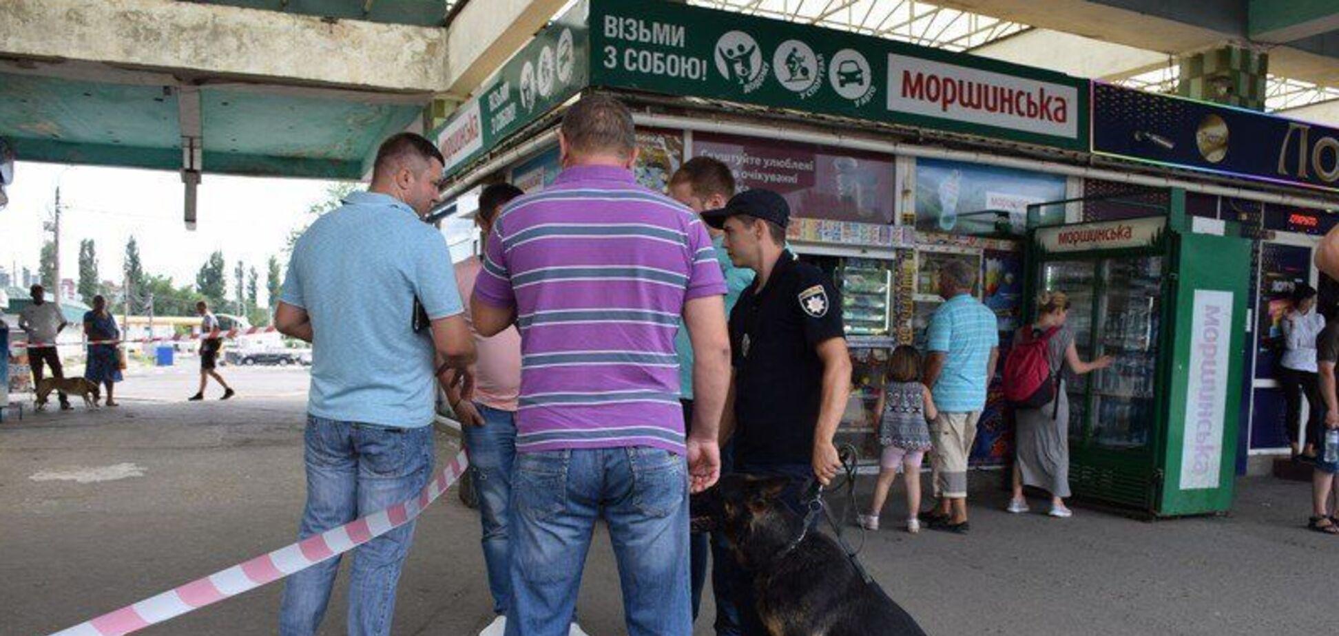 Навіть пуповину не відрізано: у Миколаєві мати викинула немовля на вокзалі
