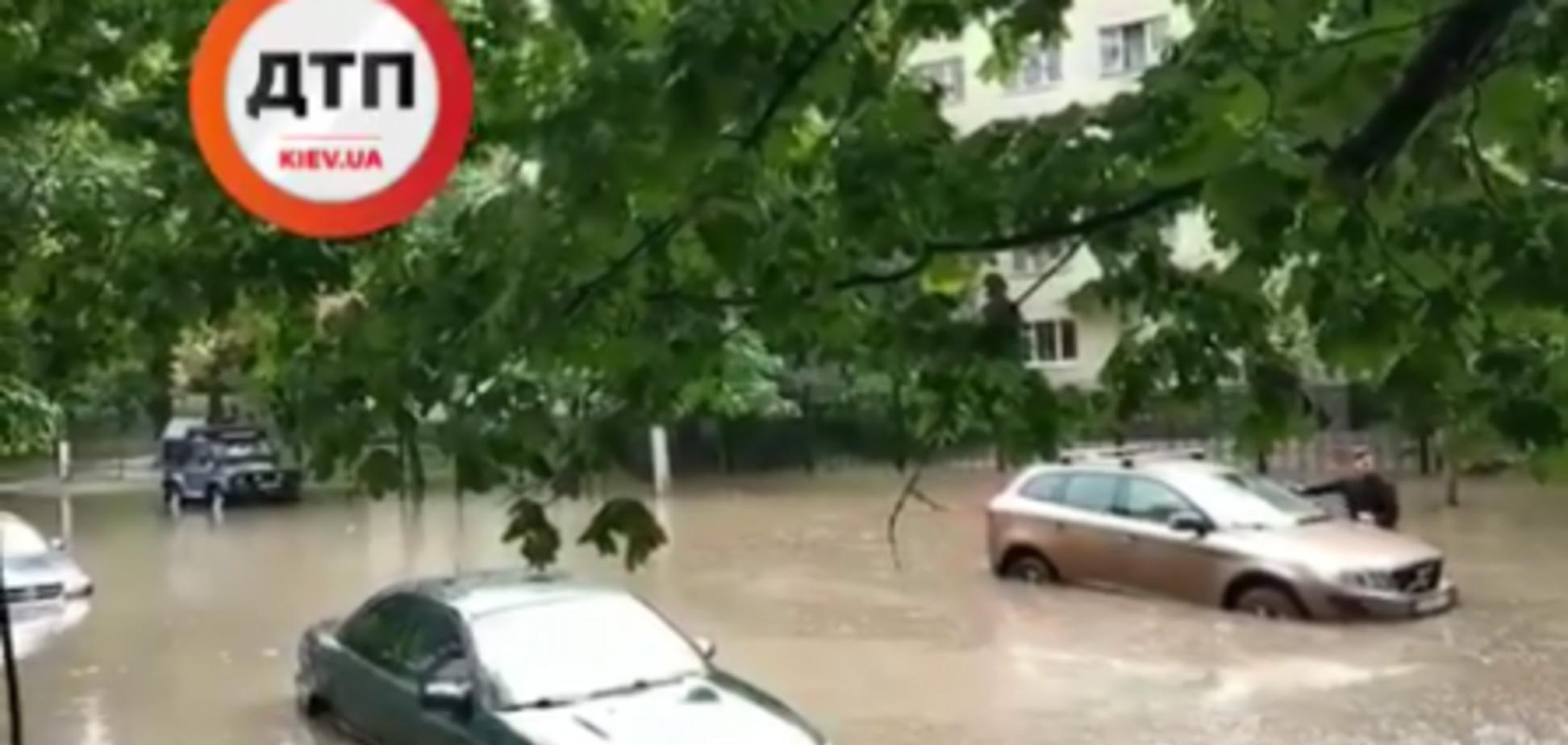 Киев затопило мощным ливнем: фото и видео