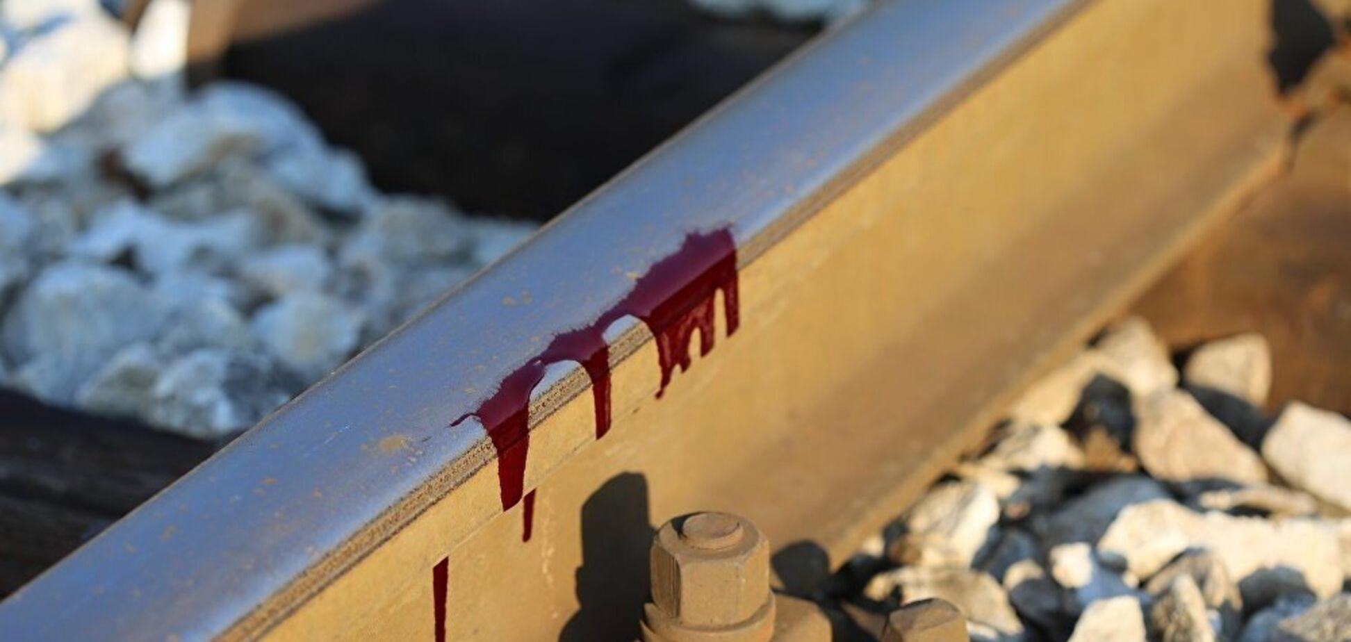В Днепре поезд задавил мужчину: фото и видео 18+