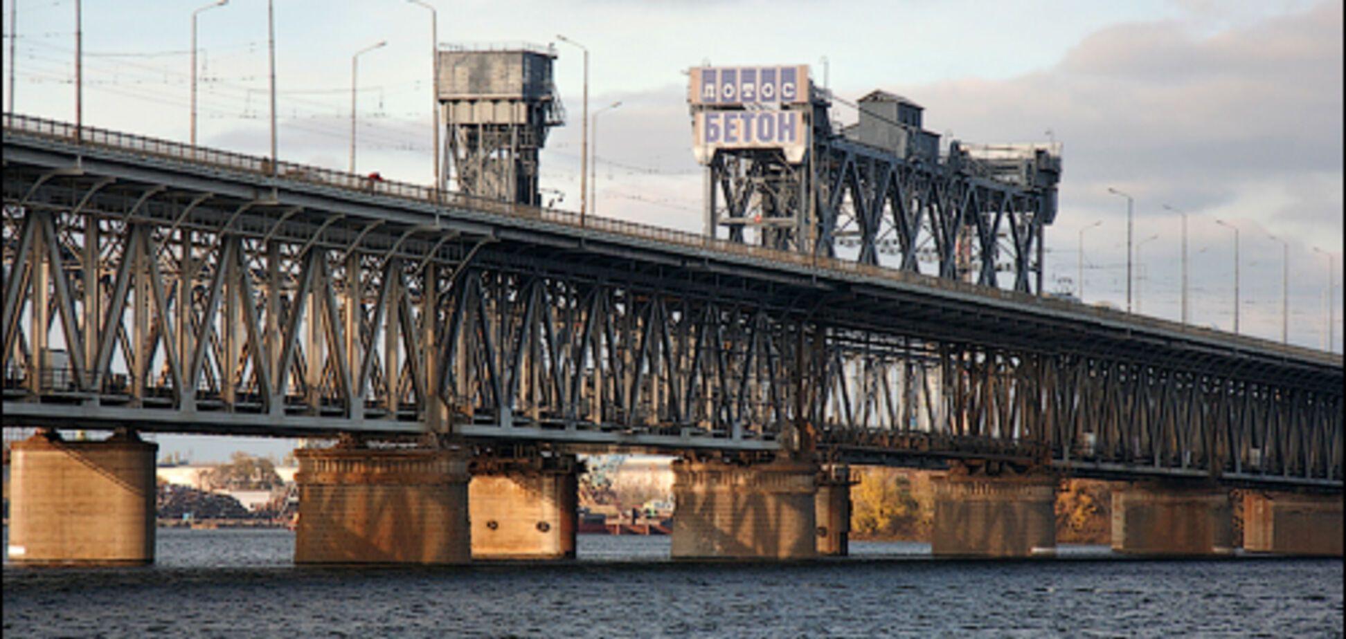 Днепрян попросили воздержаться от поездок по Амурскому мосту