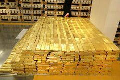 Цена золота установила рекорд: что происходит