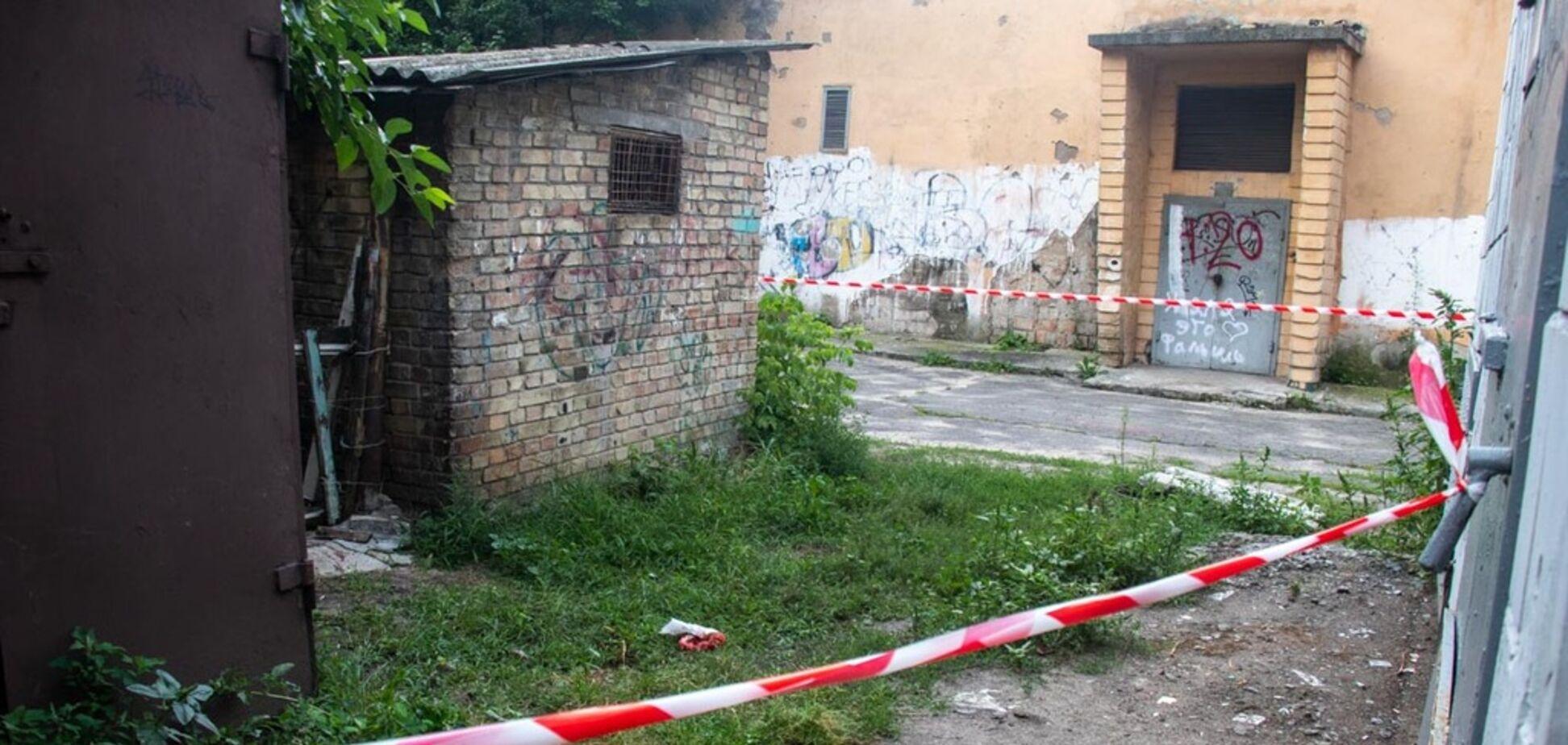 Бросила на земле: в Киеве женщина родила за трансформаторной будкой