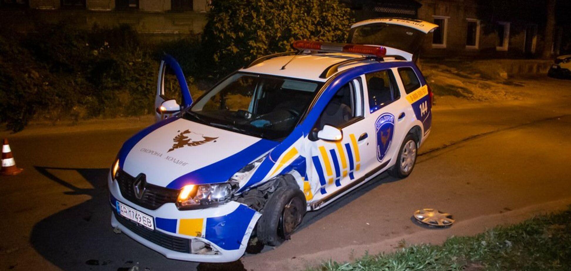 У Дніпрі автомобіль охорони влетів в машину з жінкою і дитиною. Фото і відео