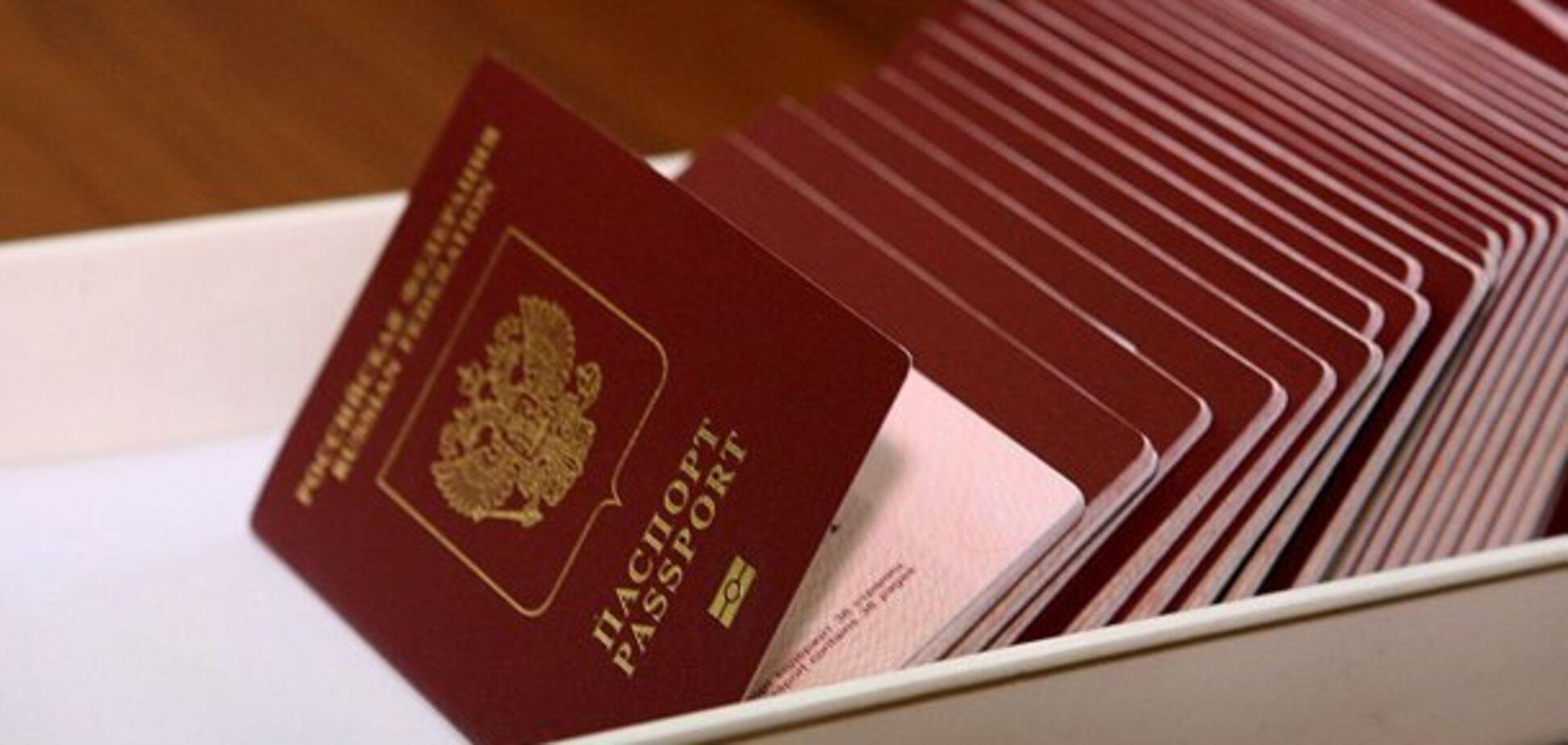 Нашлись спасители? Лавров оправдался за российские паспорта на Донбассе