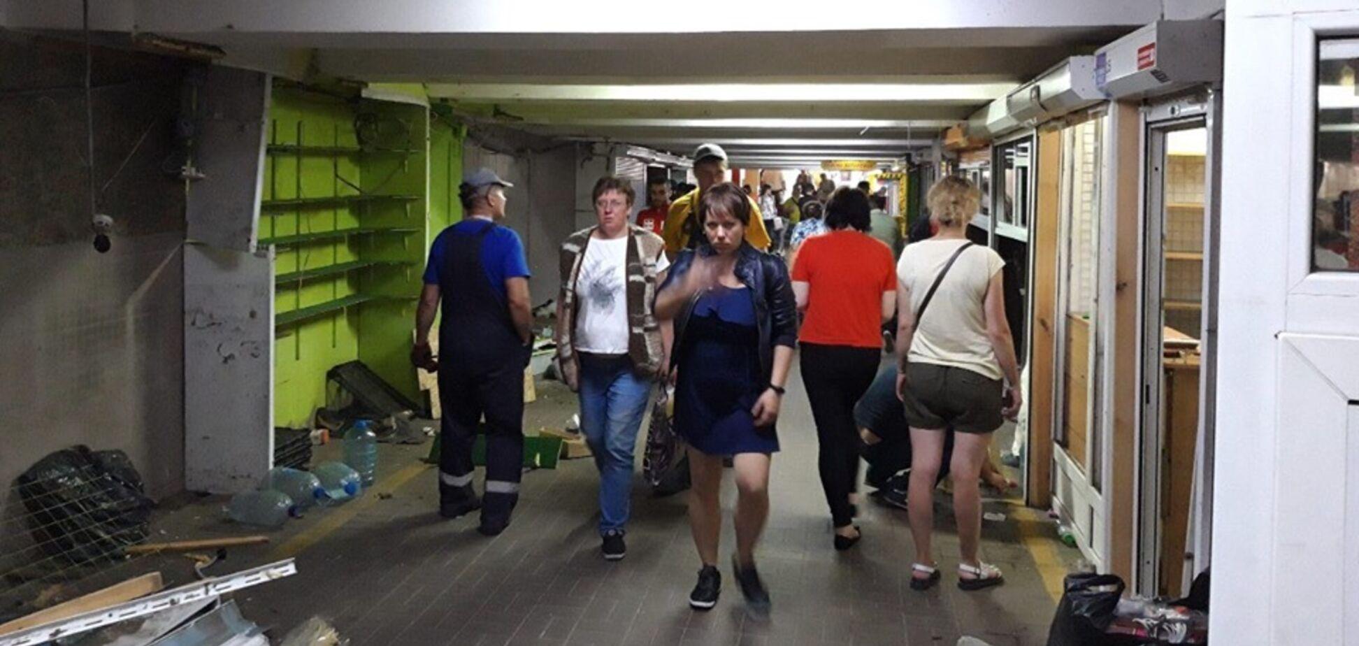 В Киеве в переходе на Позняках убрали МАФы: фото