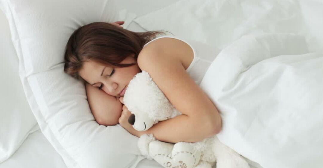 Почему люди говорят во сне: появилось простое объяснение