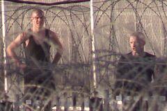 'Штрафний ізолятор': з'явилося перше відео Кокоріна та Мамаєва в колонії