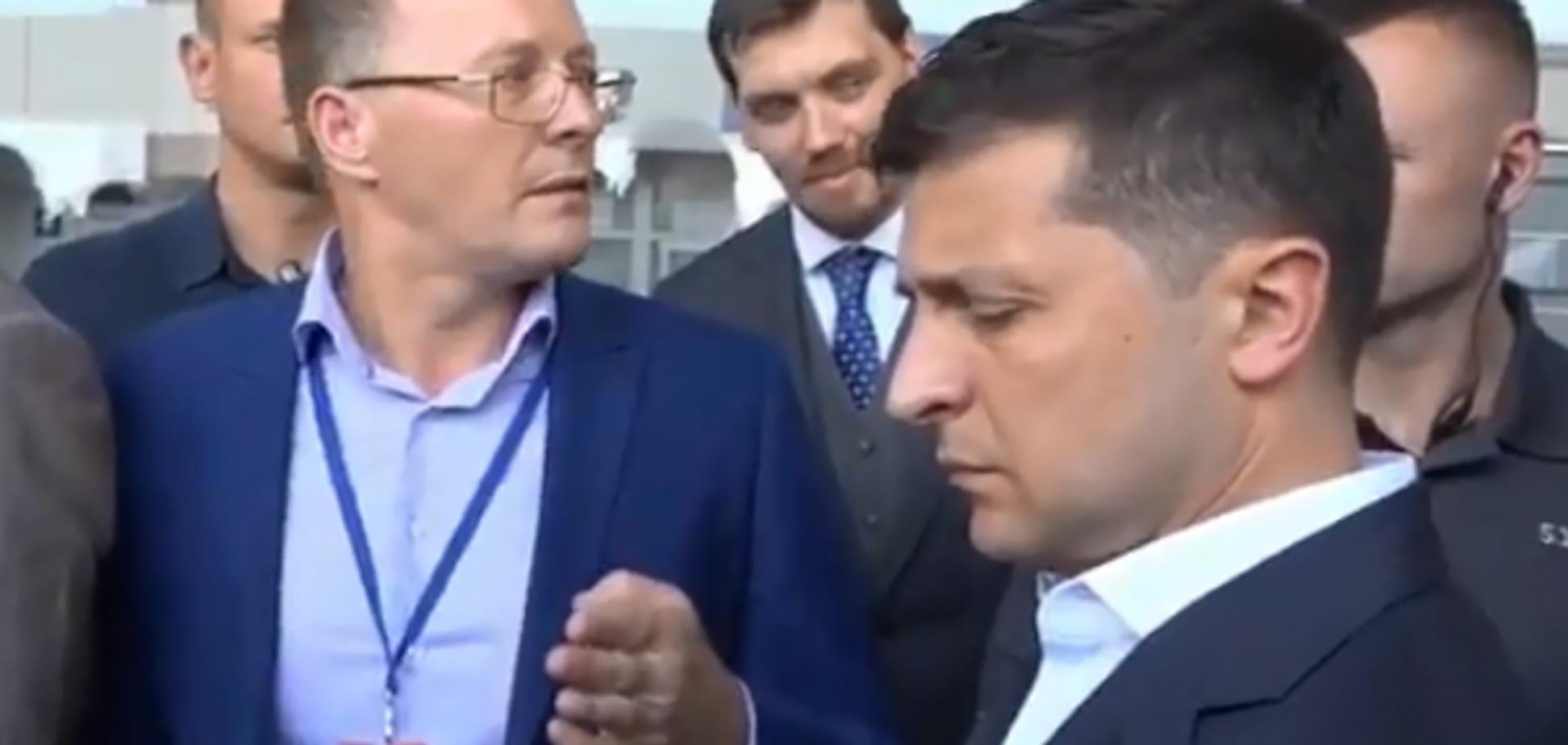 'Вы хотите нас всех построить?' В Николаеве директор аэропорта 'наехал' на Зеленского