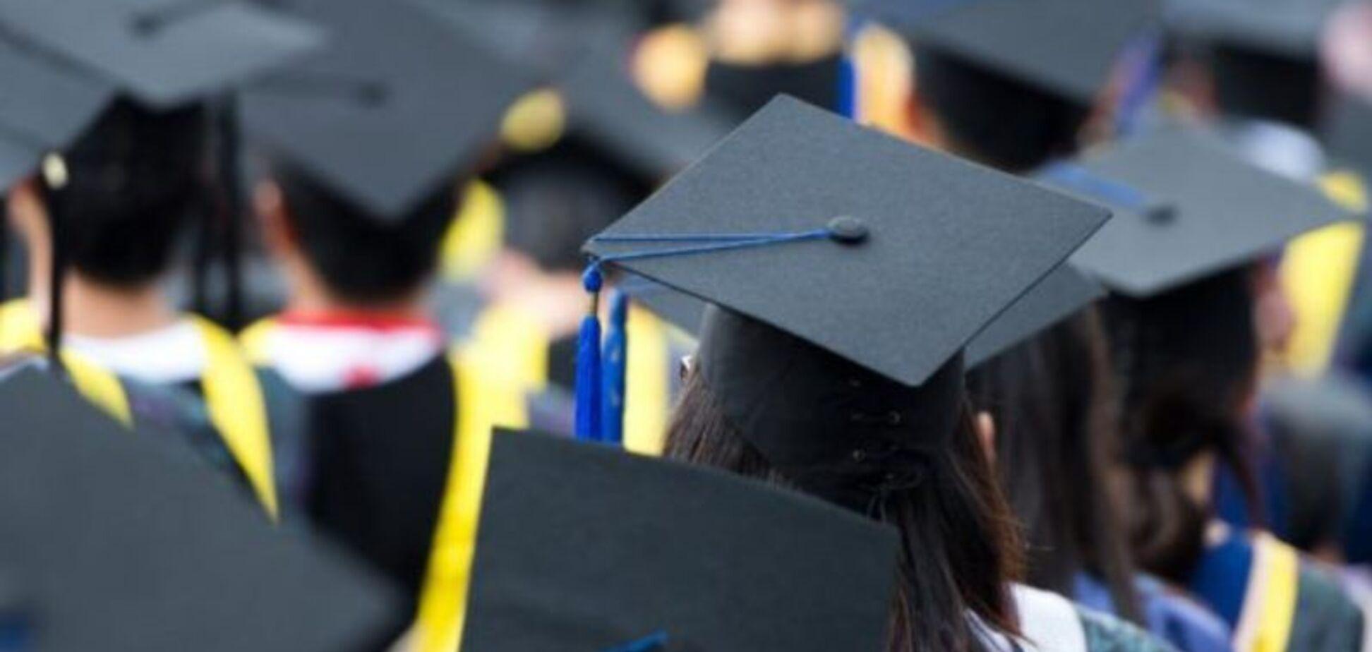 'Вузам запрещено задерживать выдачу диплома': в Минобразования прояснили ситуацию