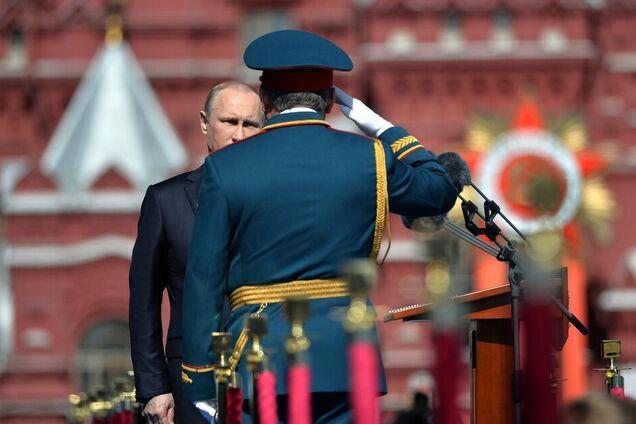 Владимир Путин на военном параде в Москве 9 мая 2015 года