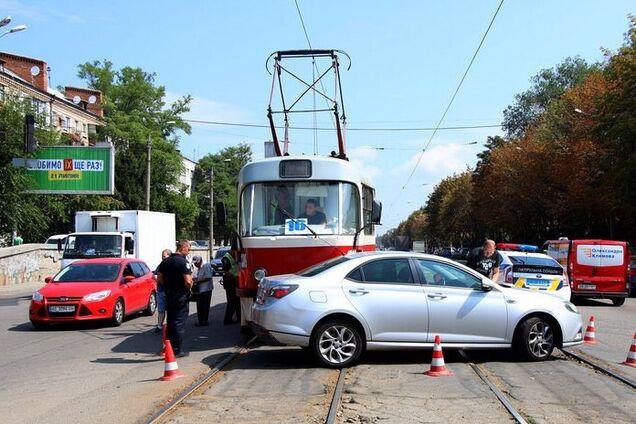 В Днепре трамвай столкнулся с легковушкой