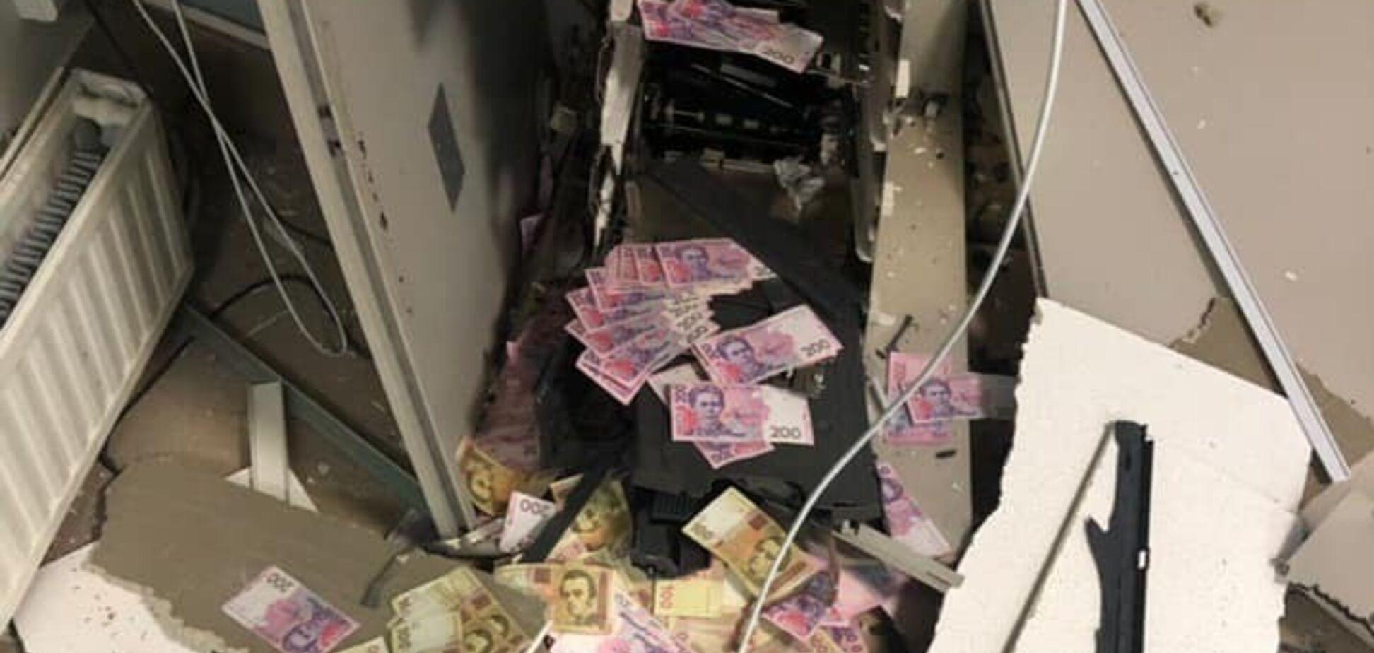 Освобожденный под залог мужчина ограбил банкомат в Днепропетровской области. Фото и видео