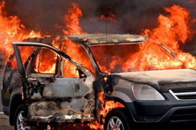 У Рівному згоріло авто