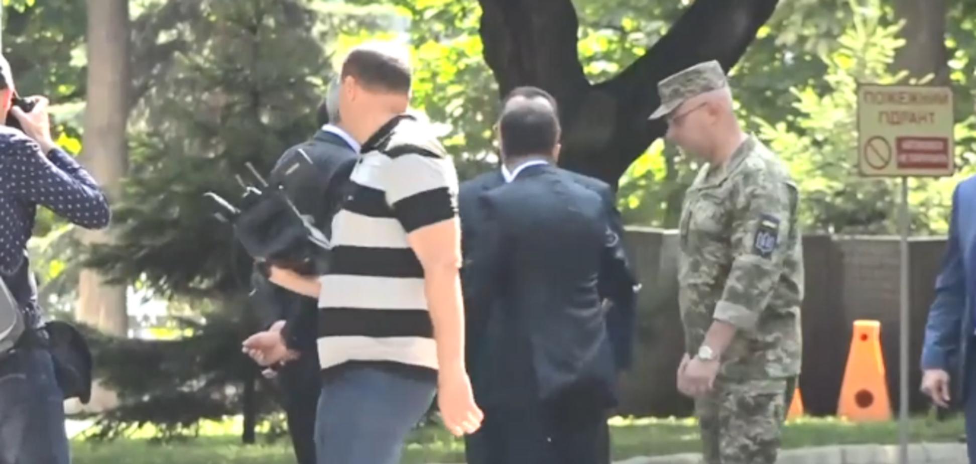 'Секундочку!' У Полторака и Зеленского объяснили инцидент на публике