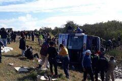 В Аргентине перевернулся автобус с туристами: погибли 13, ранены 40 человек