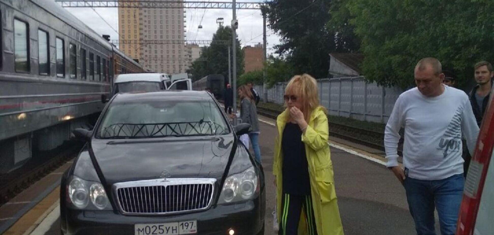 Пафосна витівка Пугачової на вокзалі: скандал отримав продовження