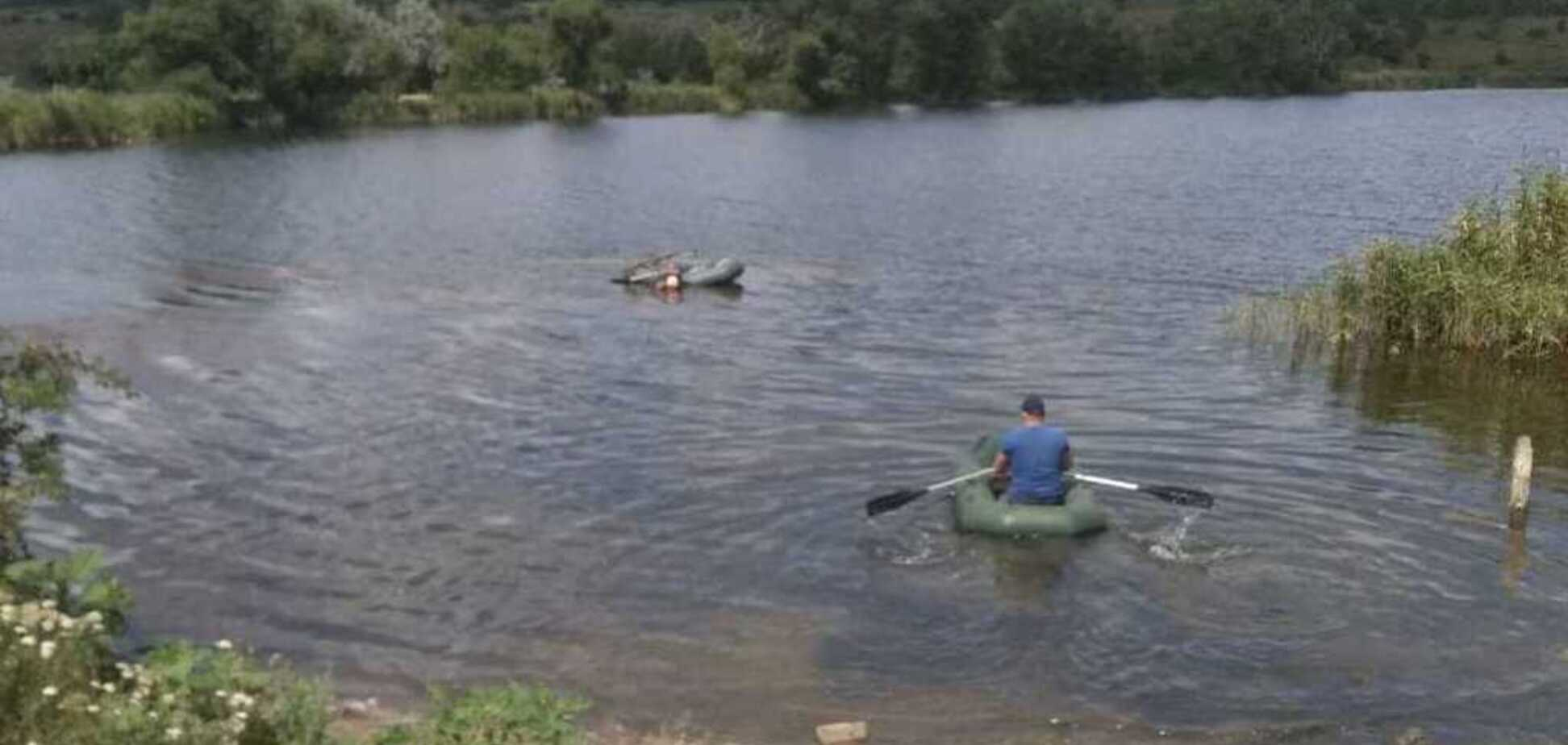 Под Кривым Рогом спасатели выловили лодку с трупом мужчины внутри