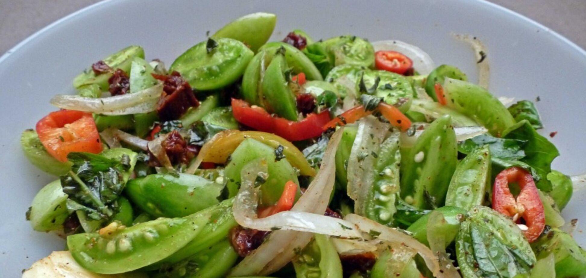 Рецепт дуже смачного салату з помідорів на зиму