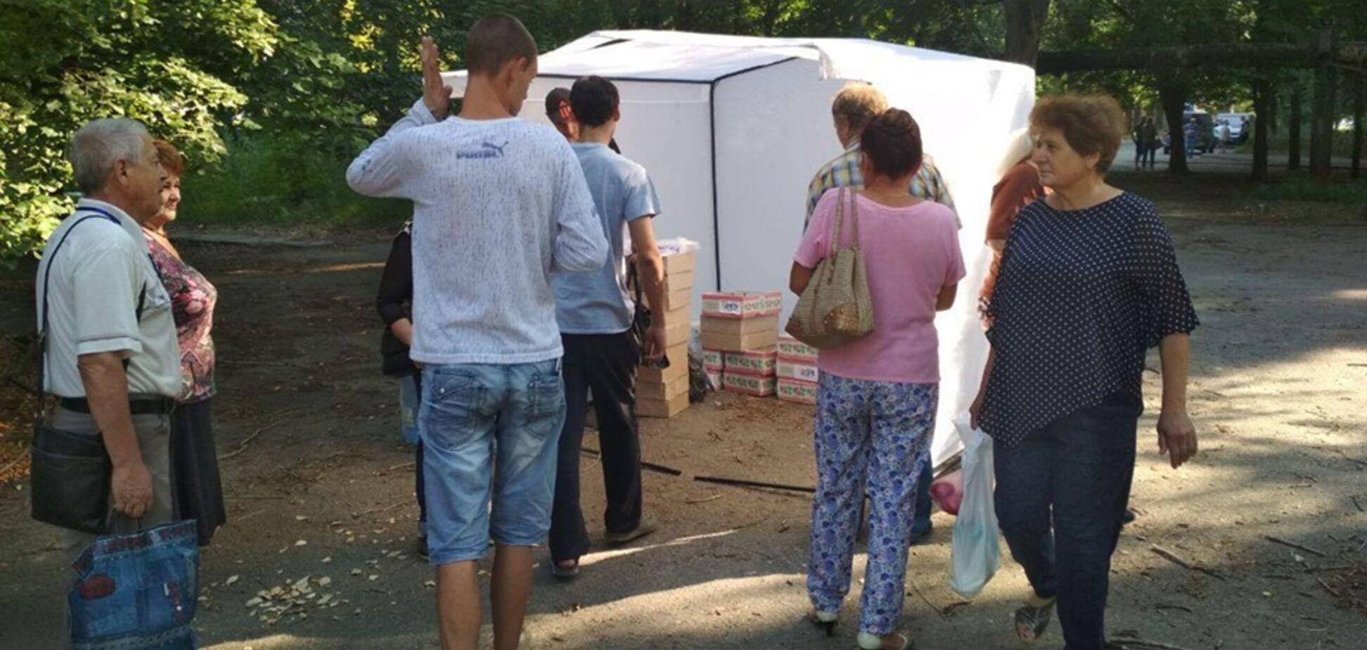 Пиріжки по 5 копійок: біля виборчої дільниці в Дніпрі 'підгодовують' людей