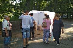 Пирожки по 5 копеек: возле избирательного участка в Днепре 'подкармливают' людей