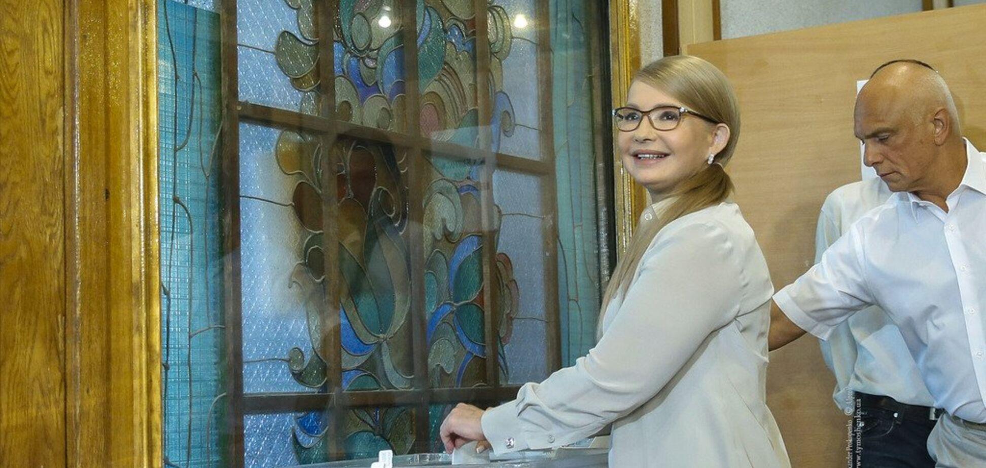 'Дайте стране шанс': Тимошенко проголосовала и призвала украинцев идти на выборы