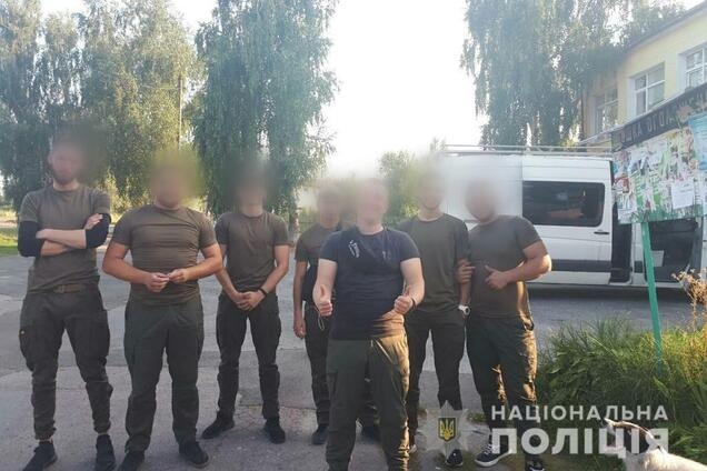 """В Киев на автобусах стягивают """"подозрительных лиц"""""""
