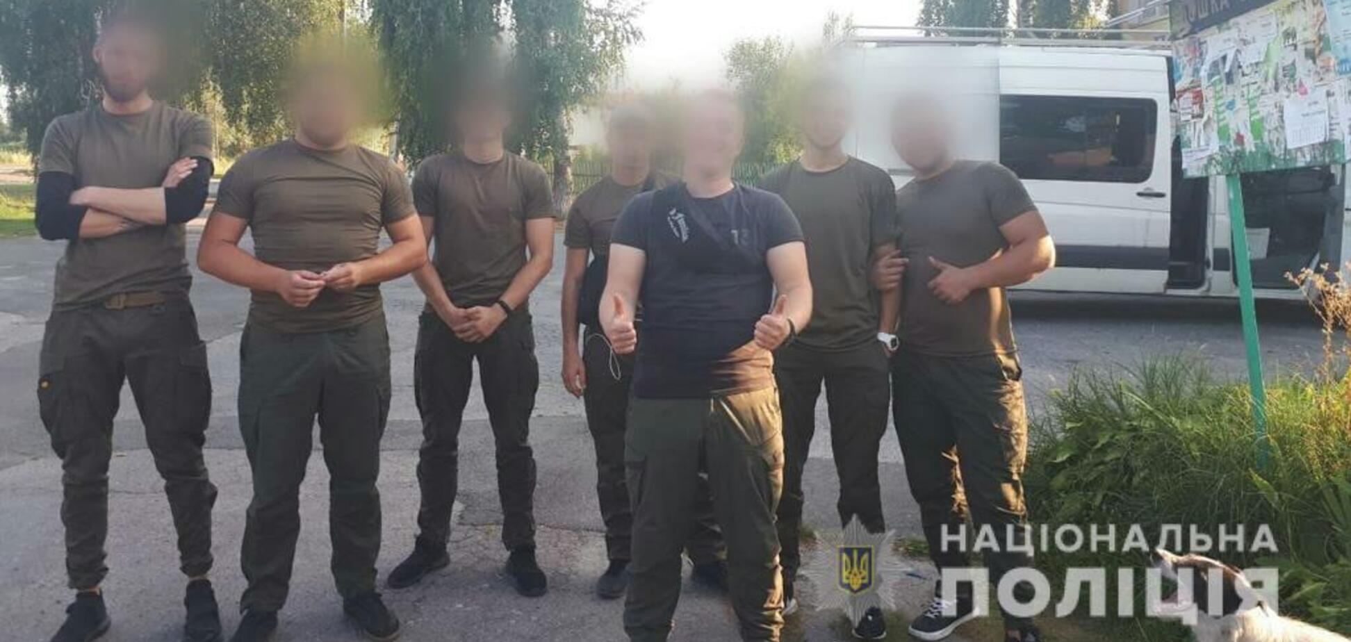 Едут на автобусах: полиция сообщила о стягивании 'подозрительных лиц' в Киев