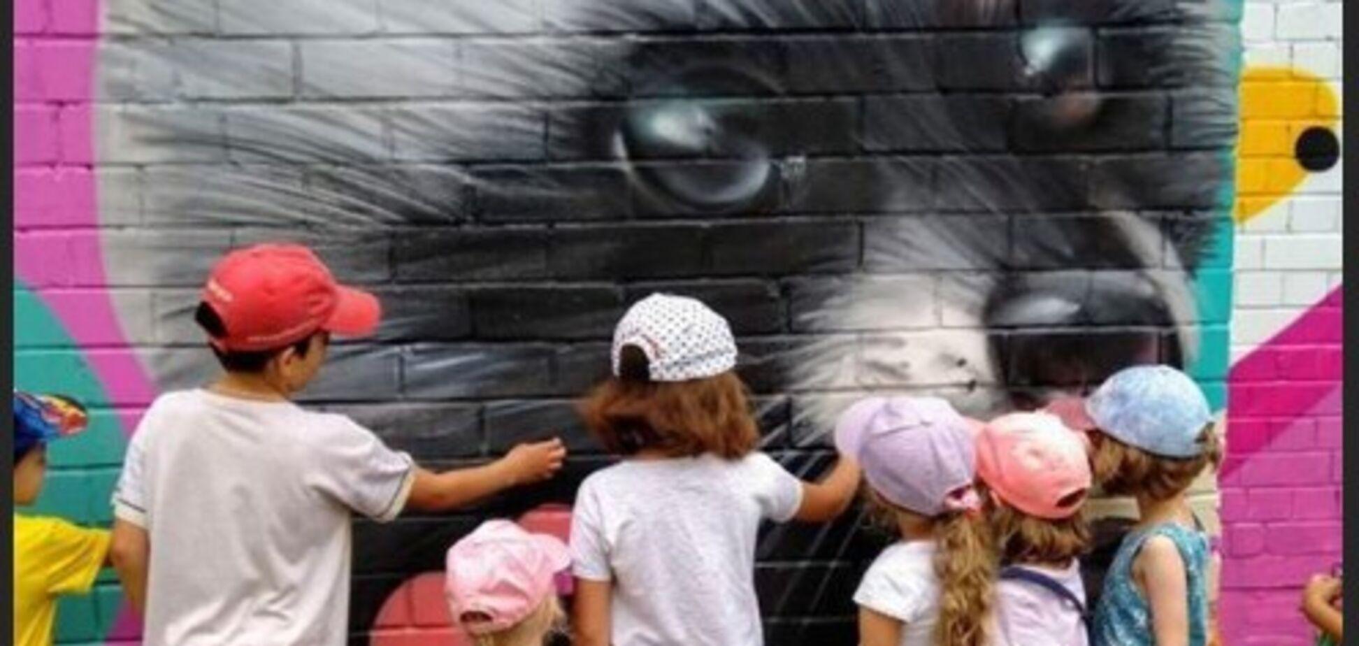 У Києві яскравий мурал порадував жителів: фотофакт
