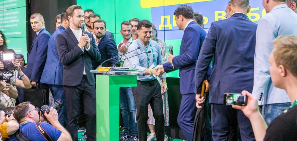 У Зеленского решились на досрочные местные выборы: Разумков не согласен
