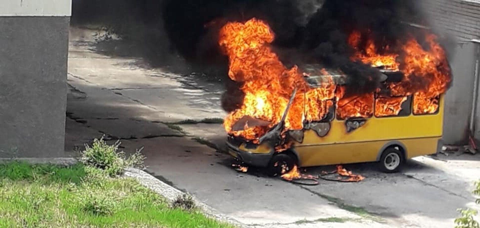 На Днепропетровщине взорвалась маршрутка: фото и подробности