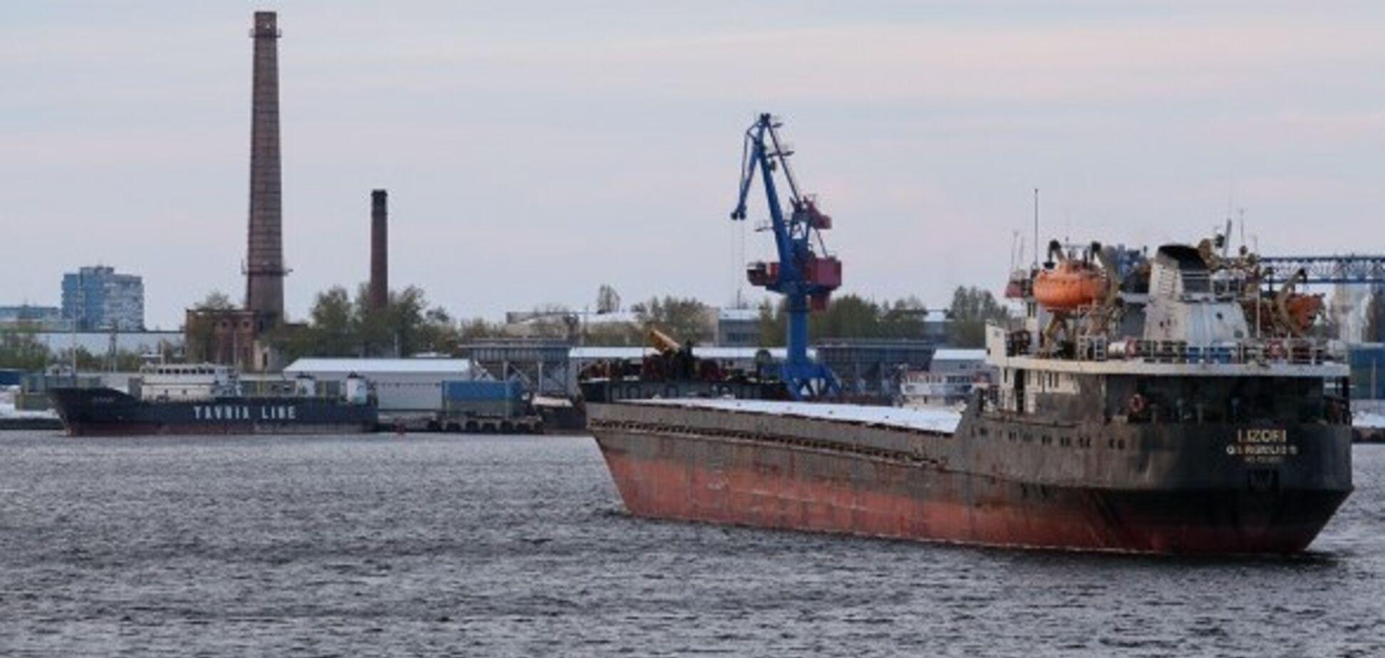 У Росії затримали судно з українцями