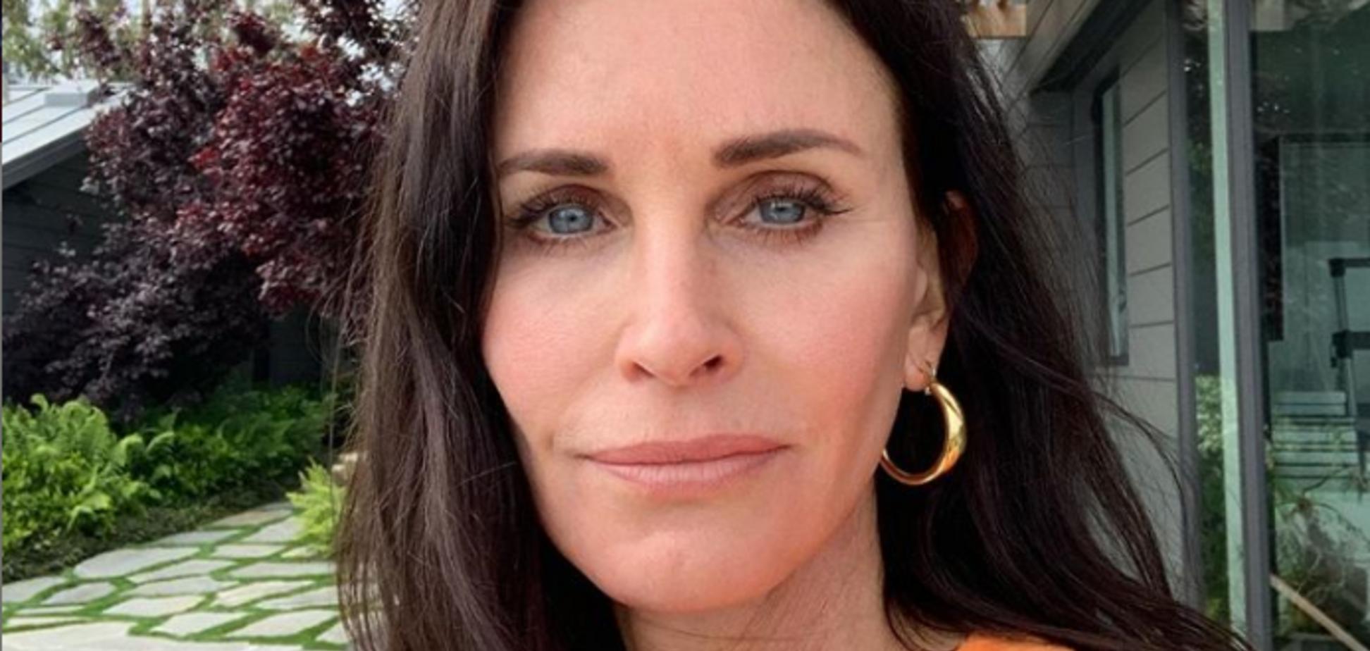 55-летняя звезда ''Друзей'' удивила подтянутым телом: пикантное видео