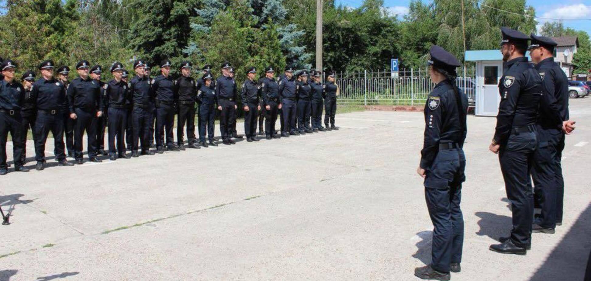Начались роды после ДТП: в Мариуполе полицейские стали 'кошачьими крестными' и восхитили украинцев
