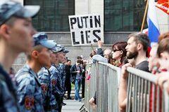 'Божевільні параноїки': в Москві другий день тривають масштабні обшуки й арешти