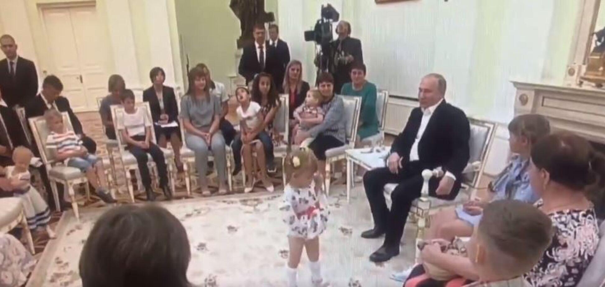 'Педофилия какая-то': с Путиным случился конфуз в Кремле. Видео