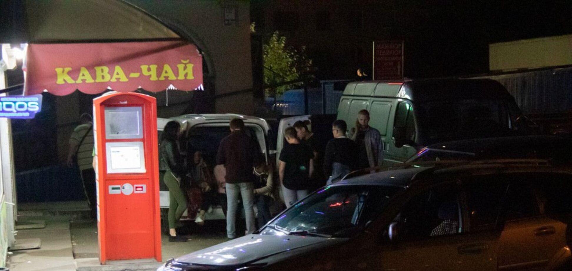 В Киеве возле кафе произошла драка со стрельбой: видео