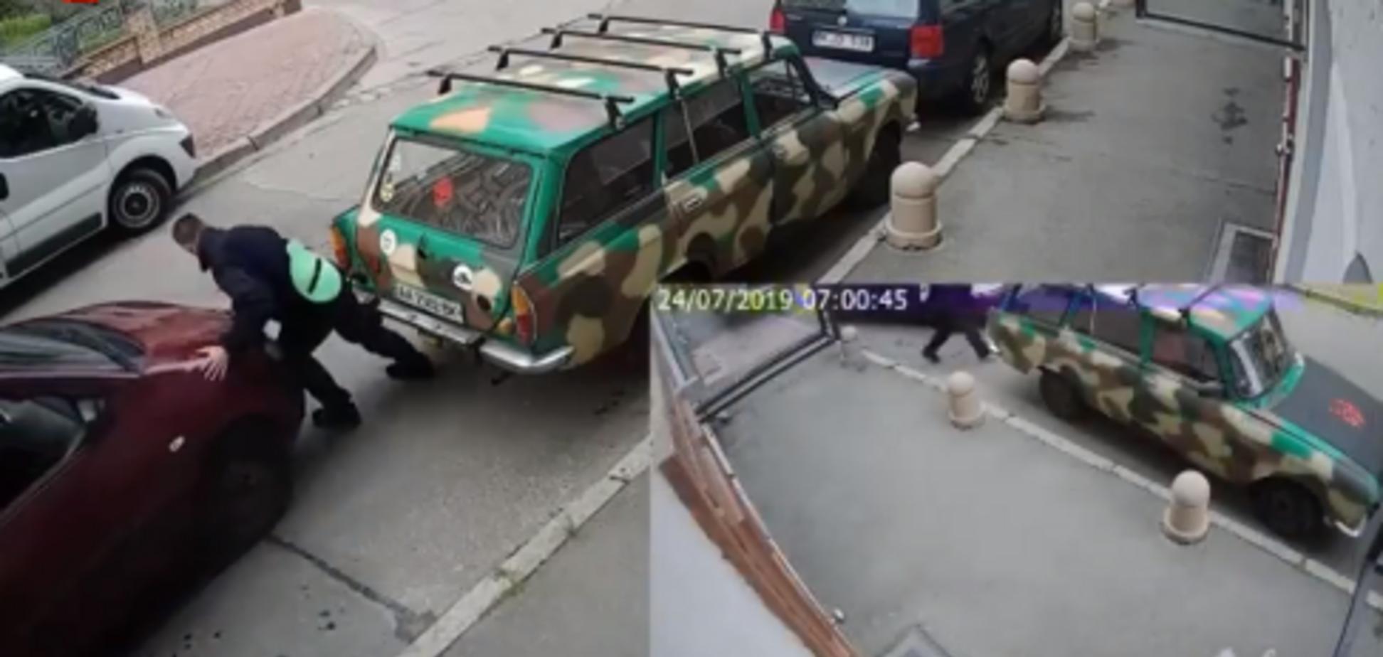 Жінка не могла припаркувати авто