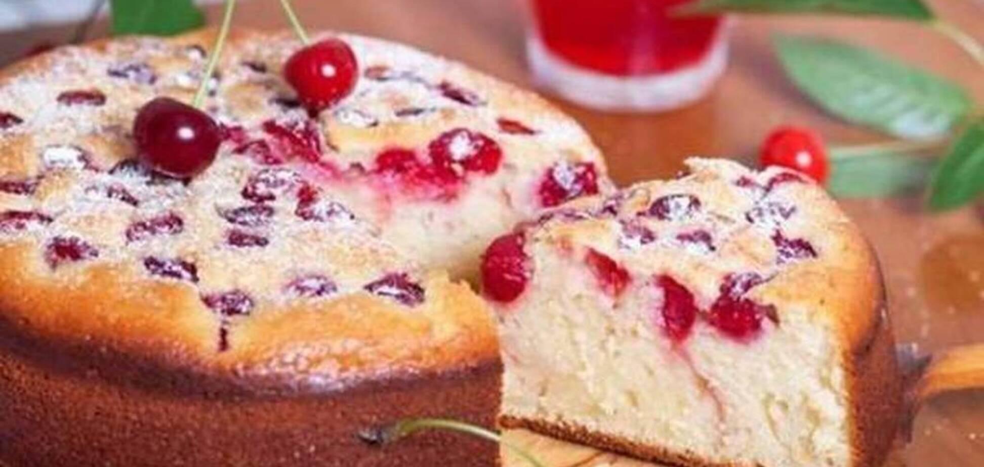 Рецепт дуже апетитного пирога з вишнею, який захопить близьких і гостей